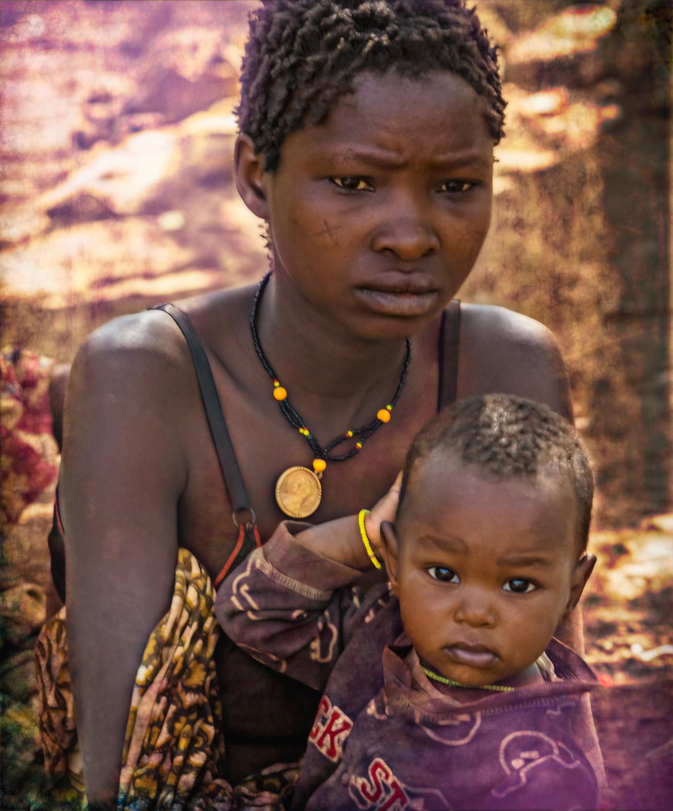 Julie_Eliason_Women_of_the_Hadzapi_Woman_and_Child_06.jpg