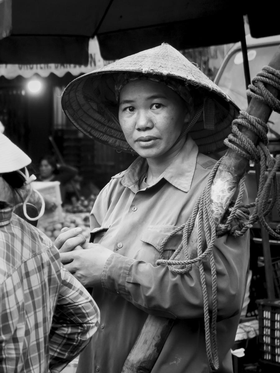 Karen_Corrigan_People_Hanoi-Long Bien Mkt_4.JPG