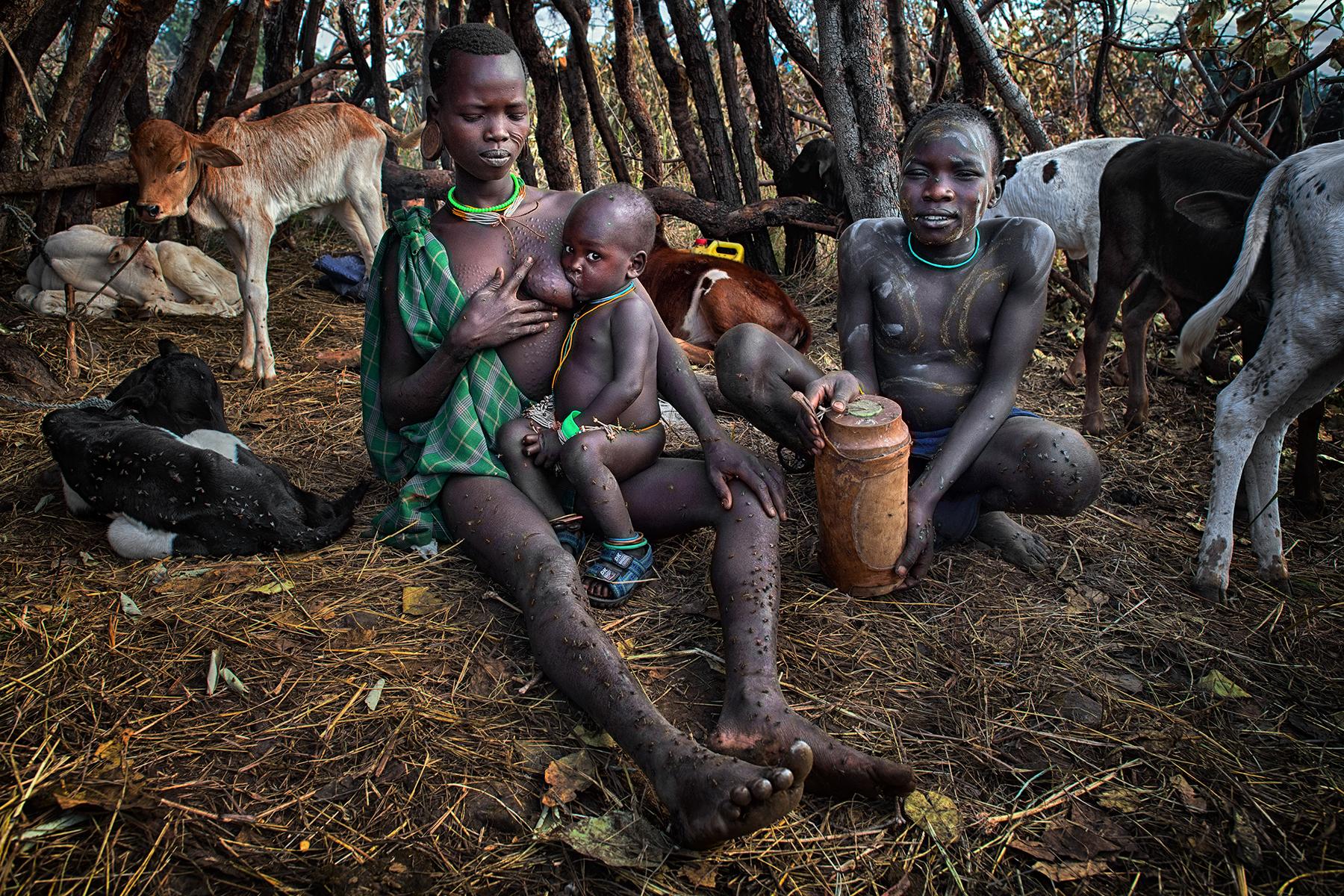David Nam Lip_LEE_The Ritual Belong To The Suri Tribe Of Ethiopia_Family_03.jpg