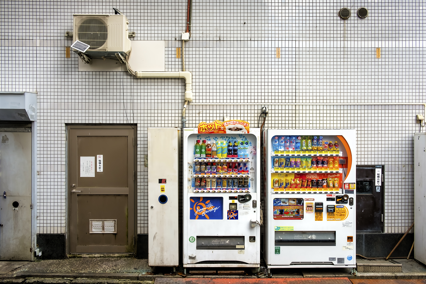 Doug_Caplan_Japanese-Vending-Machines_Untitled_01.jpg
