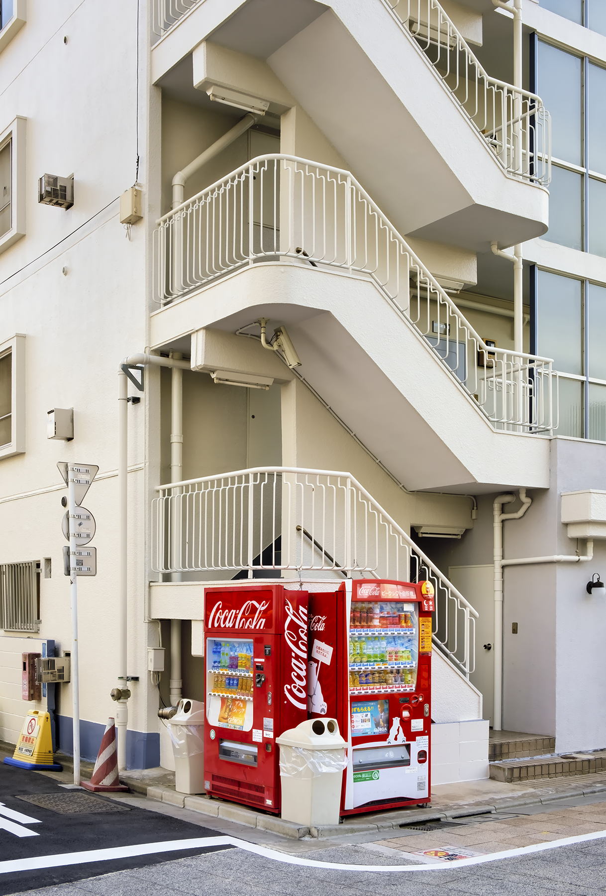 Doug_Caplan_Japanese-Vending-Machines_Untitled_06.jpg