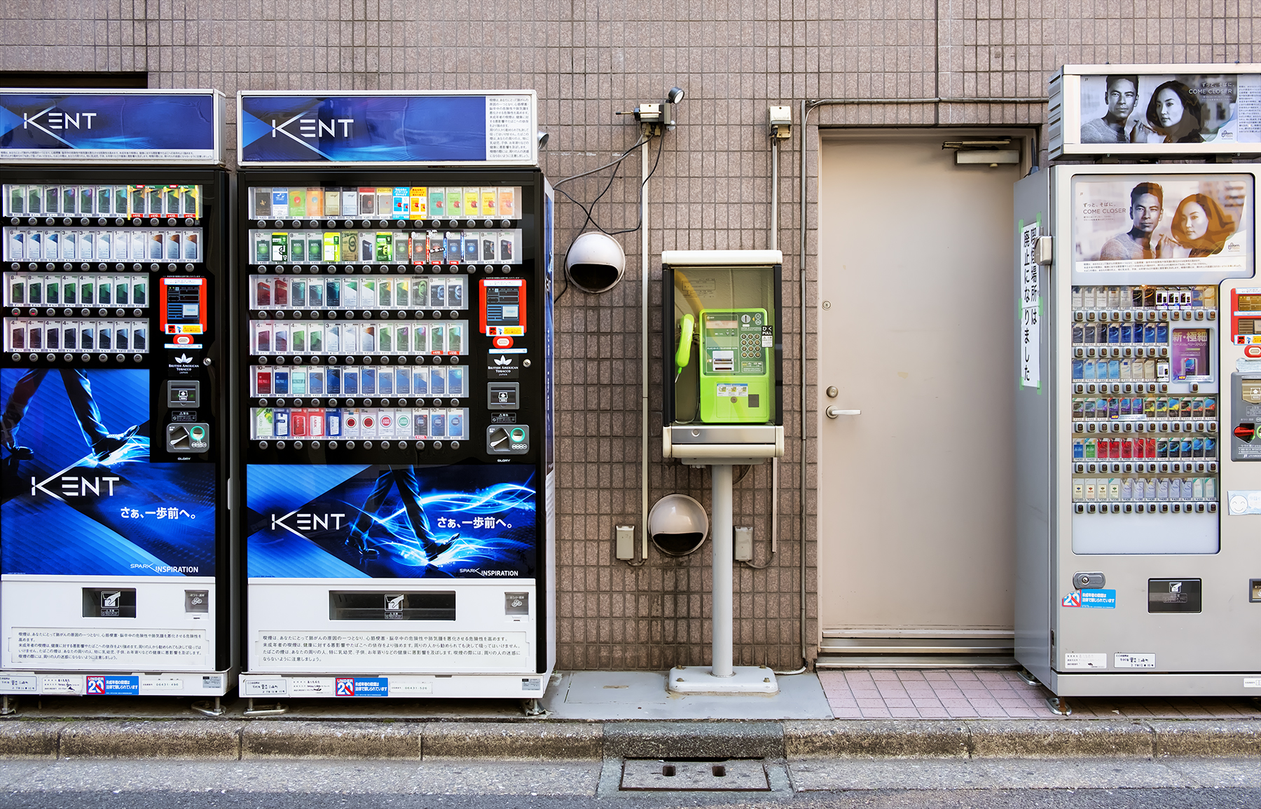 Doug_Caplan_Japanese-Vending-Machines_Untitled_05.jpg