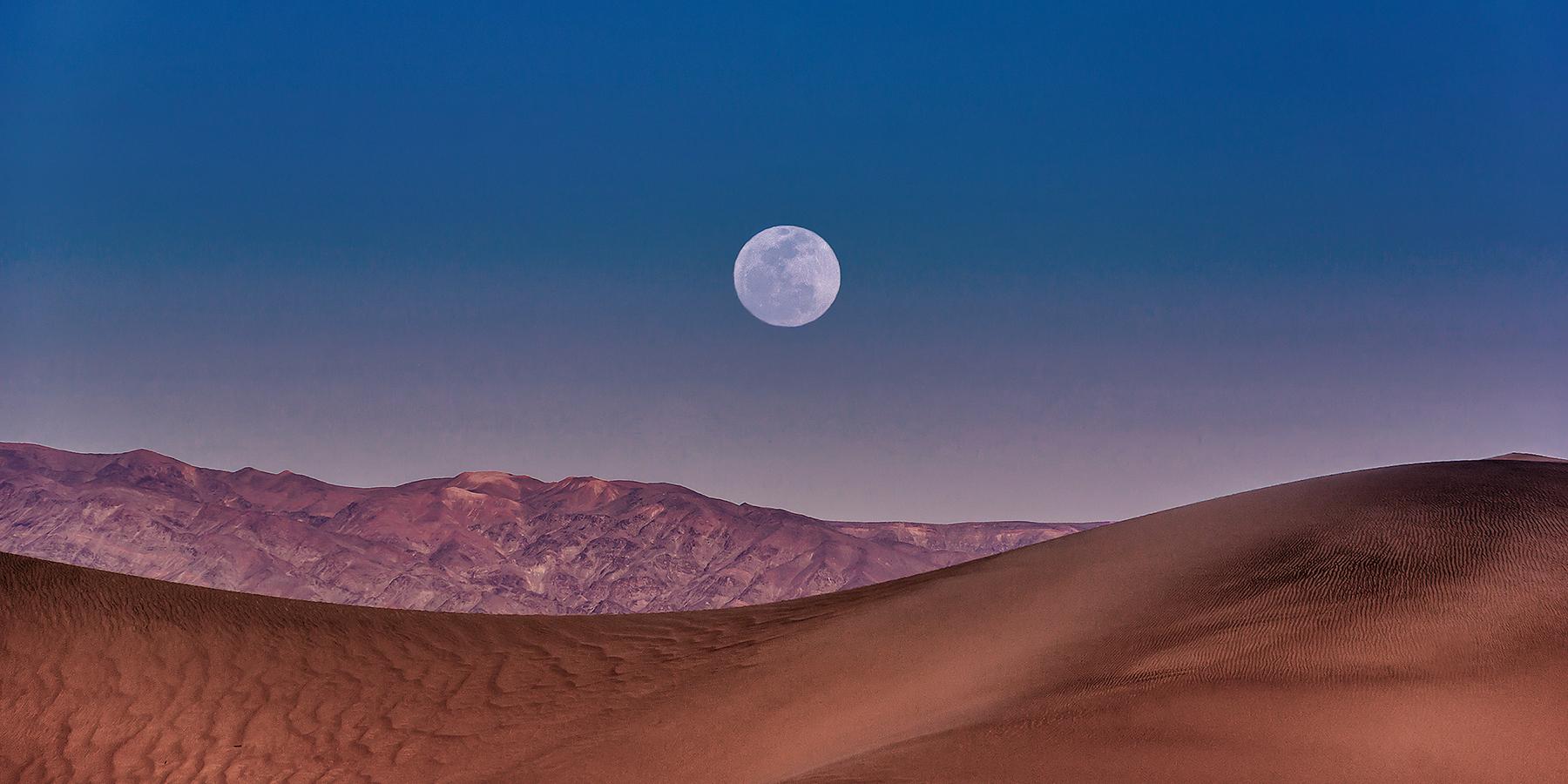 Carlos_Esguerra_Moonrise at Death Valley-9304.jpg
