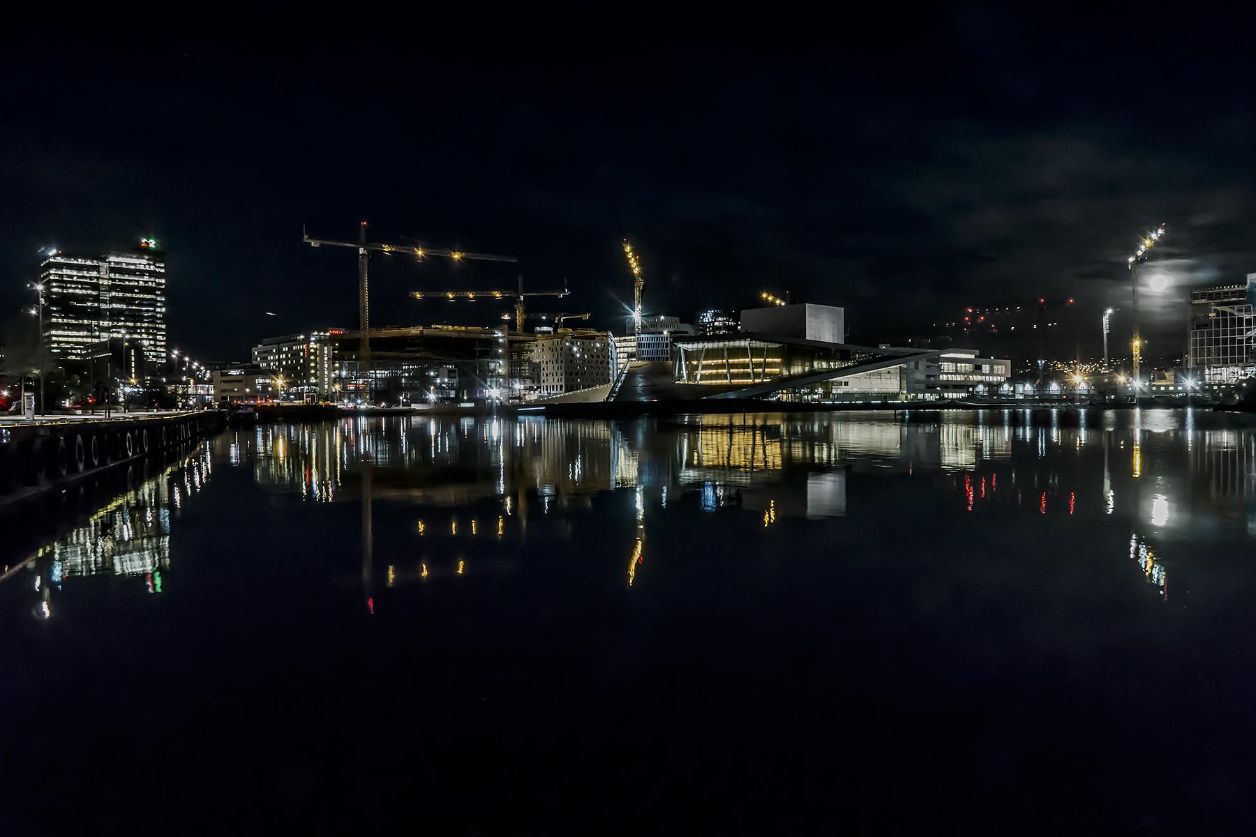 Carlos_Esguerra_Full Moon in Oslo-8596.jpg