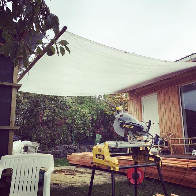 Regnfrakken på #komregn#markise#terrasse#overdækket#architecture#uderum#byg
