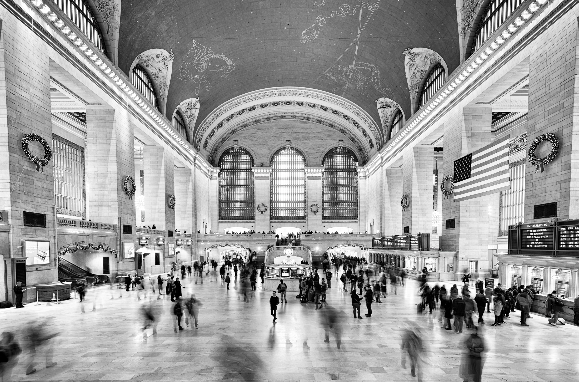 A monochromatic image of the iconic Grand Central Station in New York - Photo by Paul Tadday