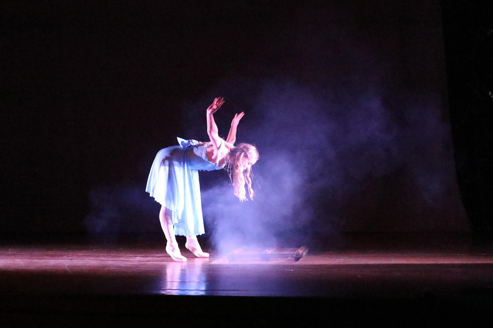 Alice falling.jpg