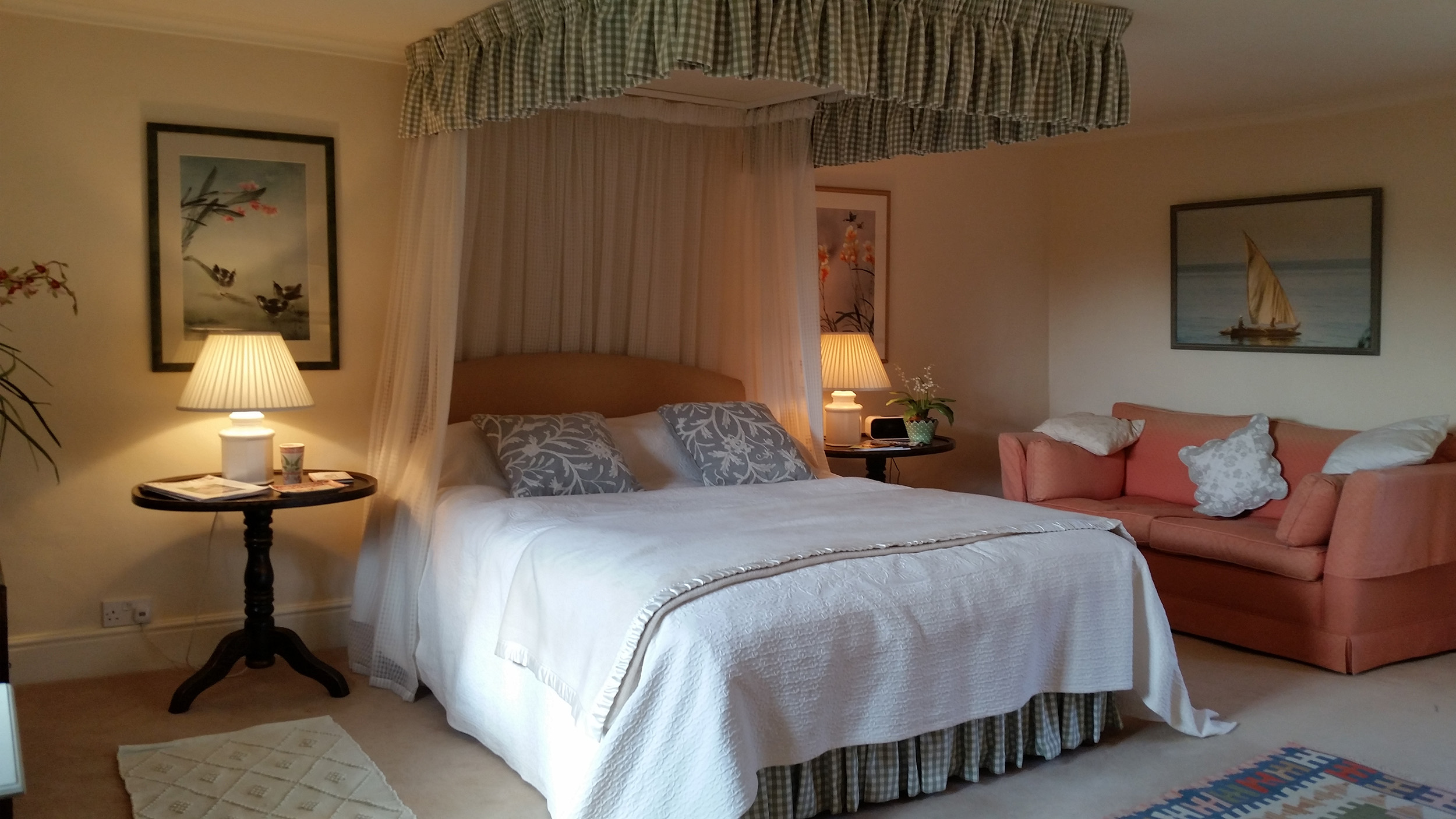 House - There are three elegant bedrooms in the main house, all with modern bathrooms. Every comfortable room comes complete with decorative touches collected during the family's travels across the globe.