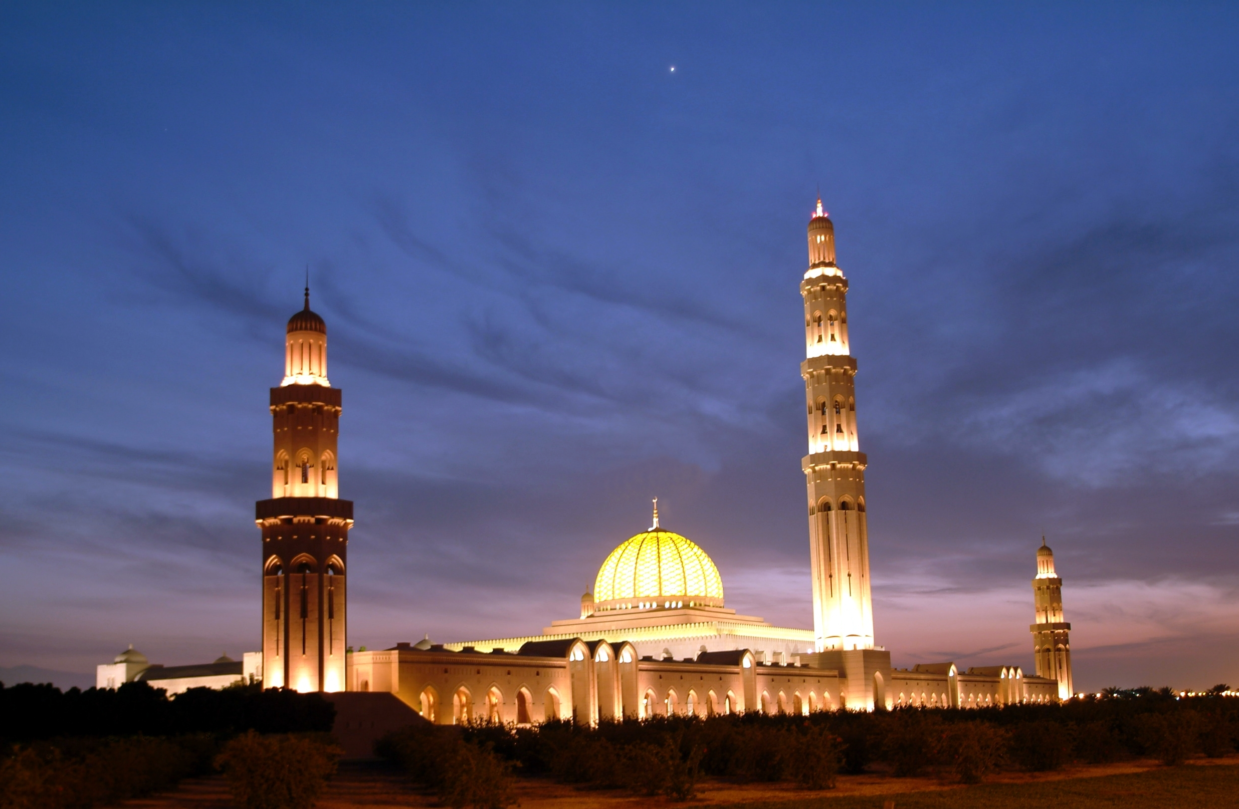 Sultan-Qaboos-Mosque_muscat.jpg