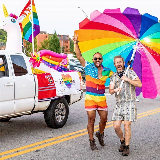 📷 @billperesta Thanks, Bill, for capturing this moment from last weekend's Pride festivities in Providence. The energy of the crowd fueled me through my beach umbrella dance routine  for the course of the parade 🤣 On to Newport's inaugural Pride this weekend! #pridemonth #ripride #expressyourself #onelove #tbt @zestiesinc @danielcanorestrepo