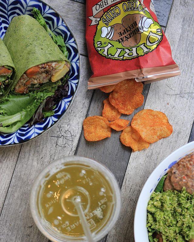 Find yourself a good side piece. • • • • • #eatlocalleaf #localleaf #eatlocal #becomealocal #saladsaresoyesterday #cleaneating #healthy #dailyfoodfeed #eatupnewyork #feedfeed #foodiesofinstagram #nycdining #foodiegram #instafood #realfood #f52grams #nyceats #nyceeeeeats #eastcoastfoodies #thedailybite #foodilysm #nycfood #foodporn #thrillist #forkyeah #eater #newforkcity