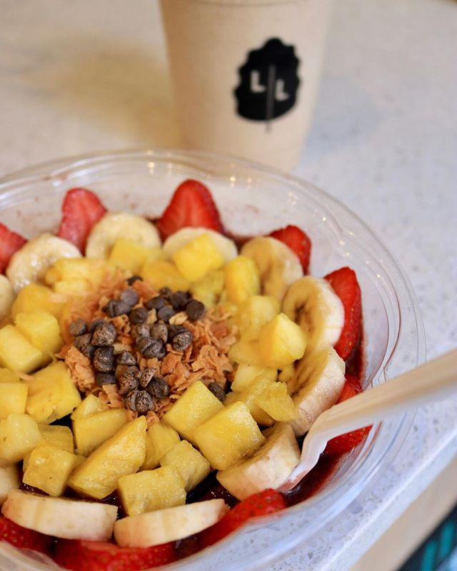 Shine bright like this açaí bowl 👆 • • • • • #eatlocalleaf #localleaf #eatlocal #becomealocal #saladsaresoyesterday #cleaneating #healthy #dailyfoodfeed #eatupnewyork #feedfeed #foodiesofinstagram #nycdining #foodiegram #instafood #realfood #f52grams #nyceats #nyceeeeeats #eastcoastfoodies #thedailybite #foodilysm #nycfood #foodporn #thrillist #forkyeah #eater #newforkcity