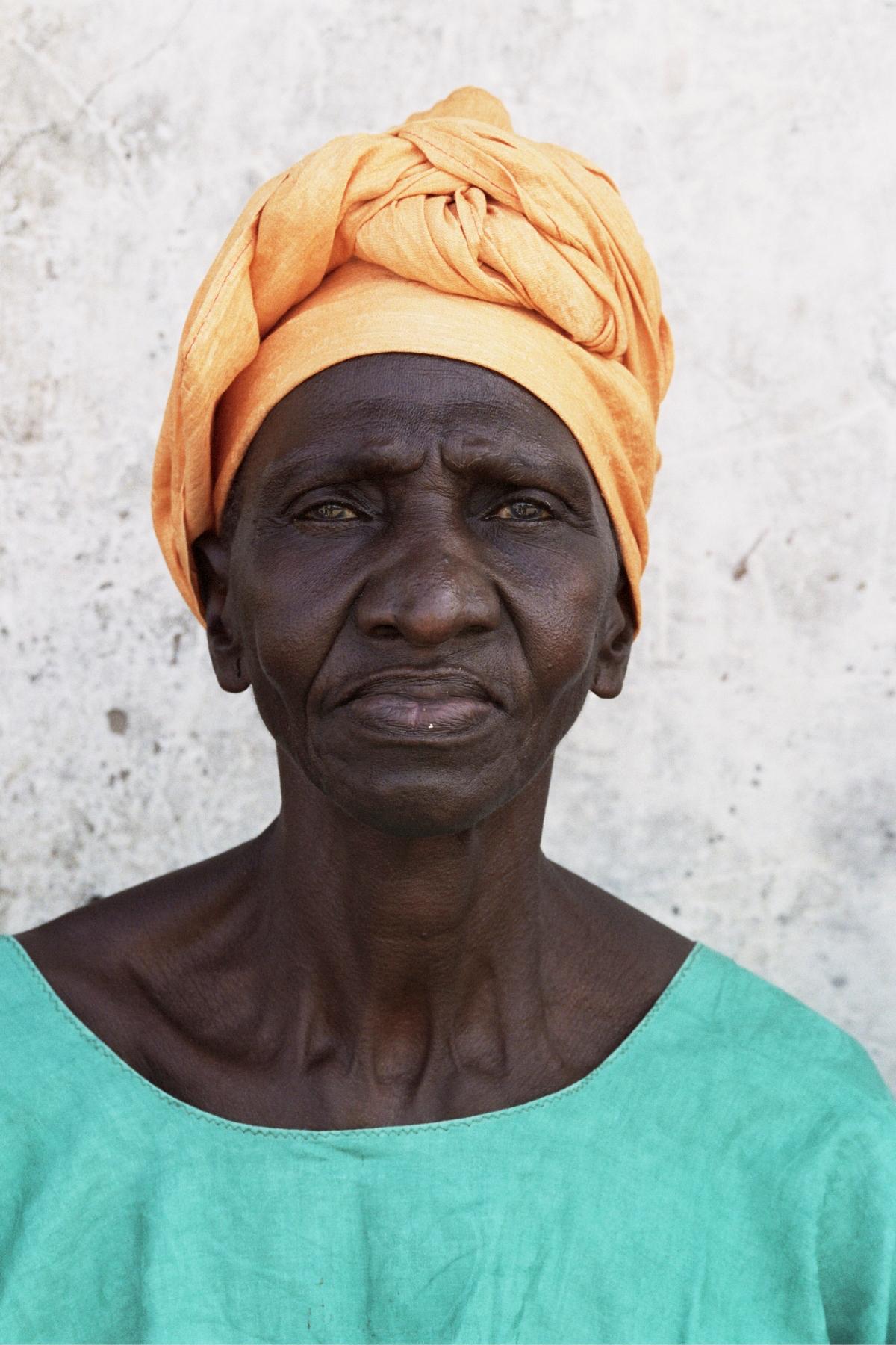 Senegal_lady_2.jpg