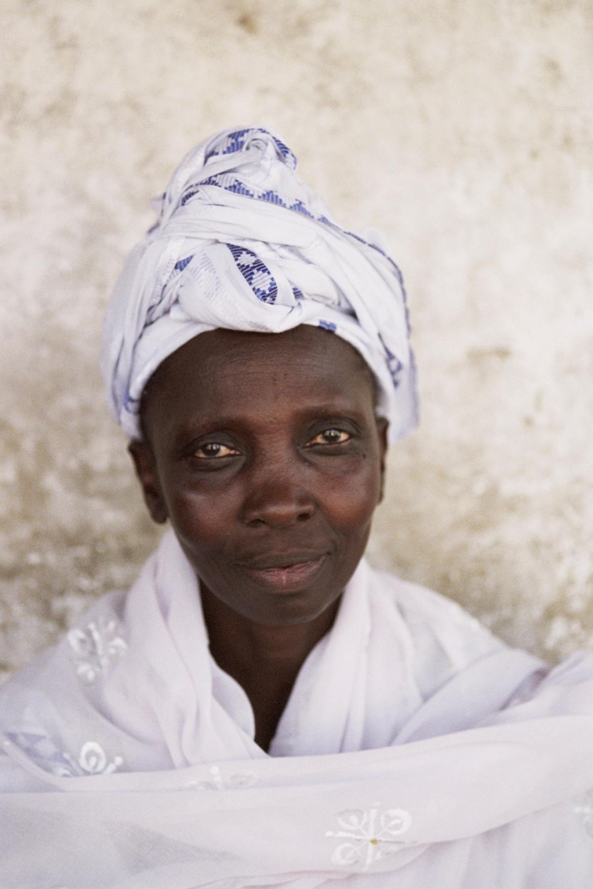 Senegal_lady_4.jpg