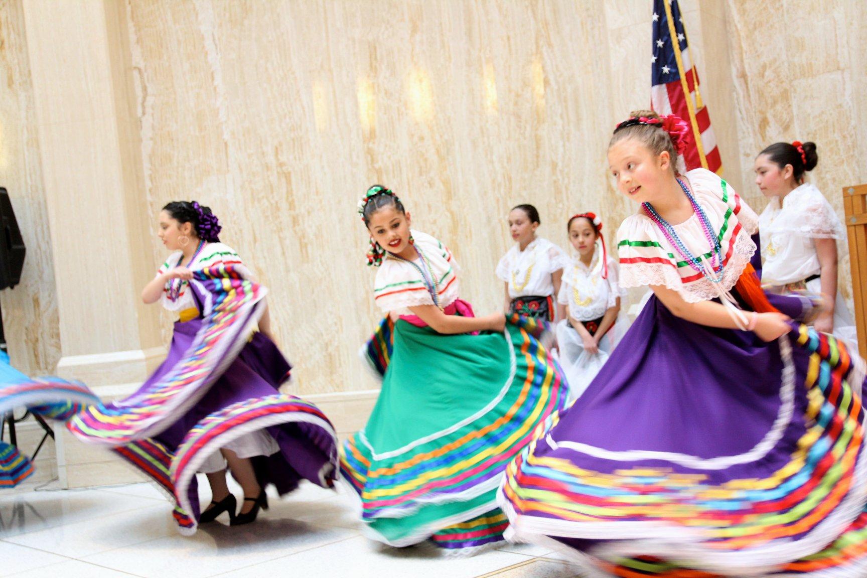 Folklorico-dancers.jpg