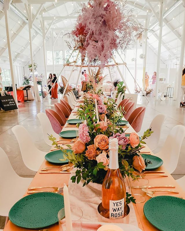 ✨✨ When vendors collaborate true magic happens  rentals & styling // @victoryandcoevents floral designs // @samanthas_garden