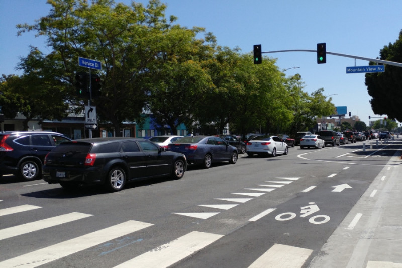 Confusing and confounding lane configurations on Venice Blvd.