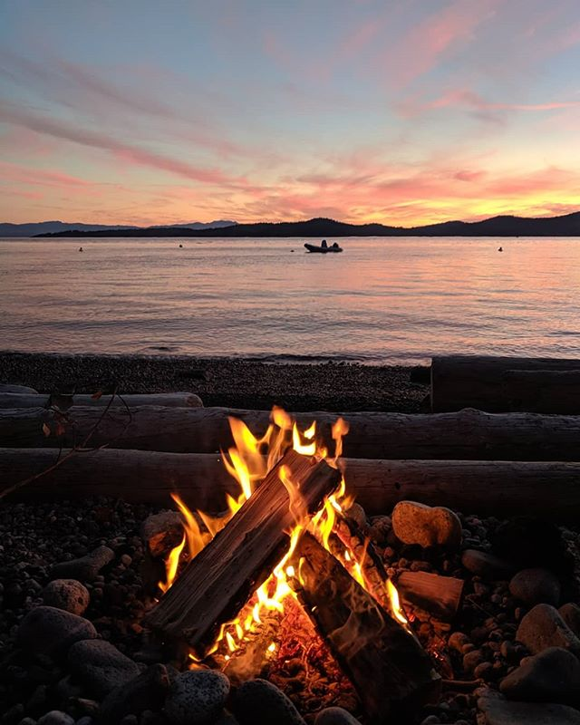 Fire 🔥 Magical, elemental perfection ✨ Sound on for the beautiful Loons calling into the night.🔊 . . . #explorebc #nature #getoutside #healing #britishcolumbia #explore #adventure #canada #sunshinecoast #getoutside #pnw #pnwonderland