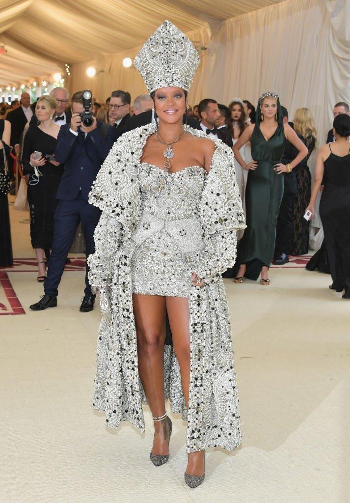 Rihanna-Met-Gala-18.jpg