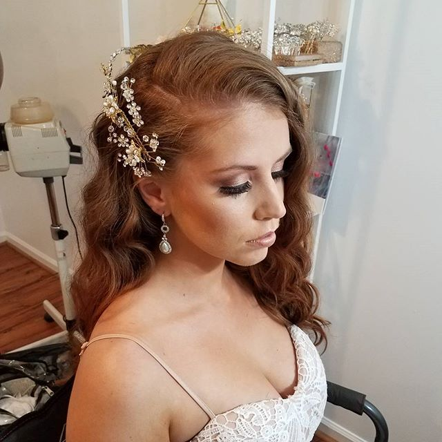 Behind the Scenes shooting some of our new pieces!! Website relaunch!!! www.abridalpiece.com All pieces $35!!! #bridalaccessories #bridalhair #bridalmakeup #abridalpiece