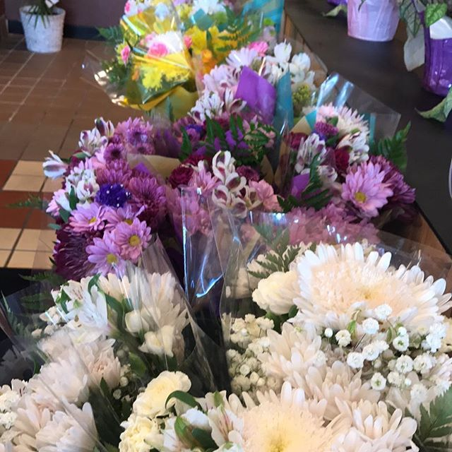Mixed bouquets only $10!!!!!
