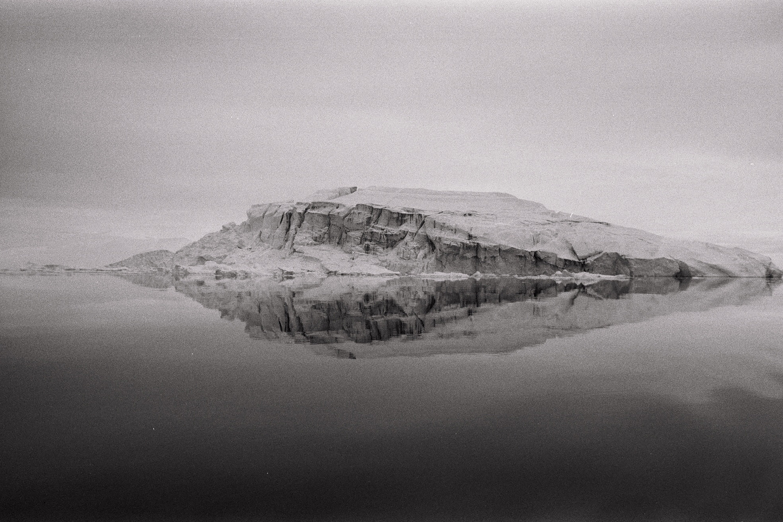 Location : Ilulissat, 69°13′N 51°06′W, Greenland - Time : 2pm - Body : Canon Eos 1n - Lens : Canon 20mm f2.8 - Film : Ilford 400