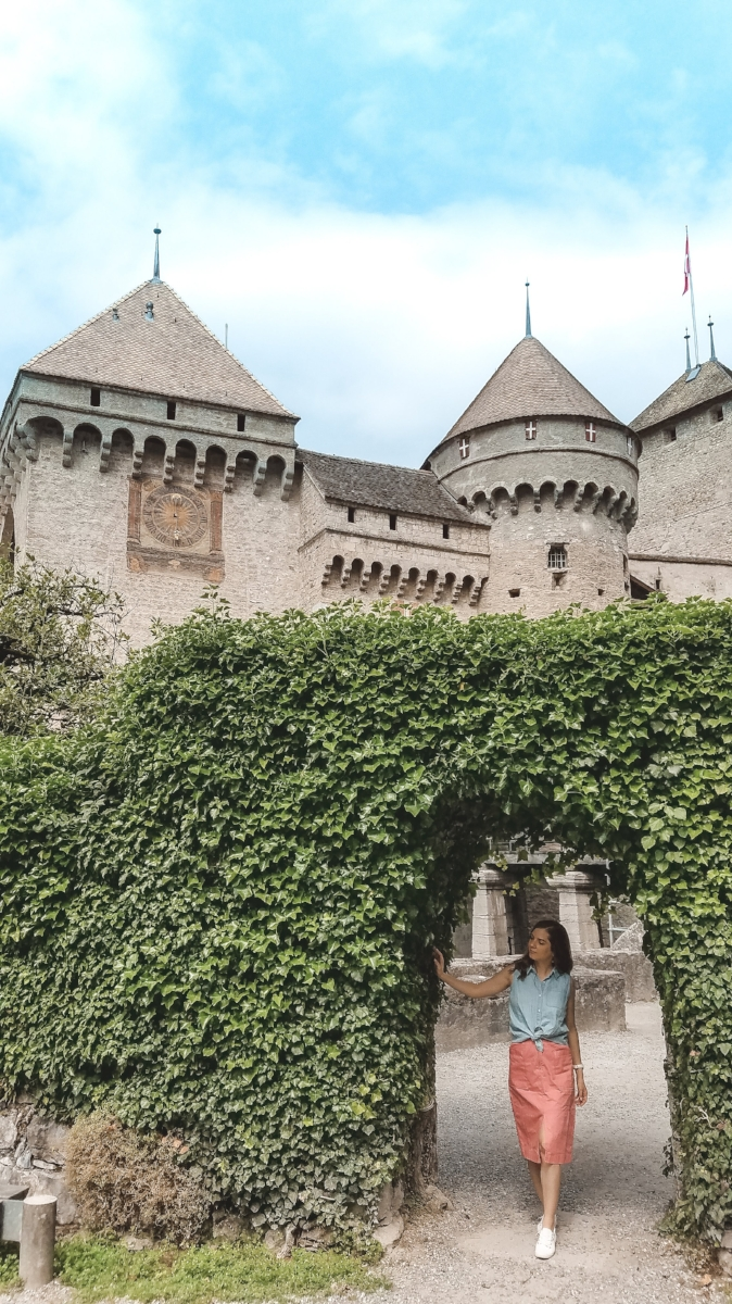 Chateau de Chillon is on Lake Geneva, in Montreux, Switzerland. You can tour the inside, or enjoy the lake views from the outside courtyard. #Switzerland #Wanderlust #travel #gardens #Europe #TravelTips #lakes