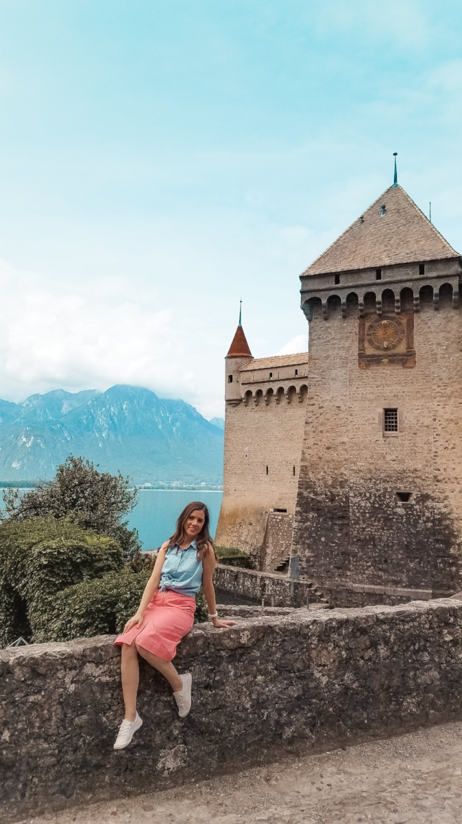 Montreux's Chillon Castle is a gem on Lac Lemon, Switzerland. You can go inside or simply enjoy the lake and mountain views from here. #Travel #Switzerland #VisitSwitzerland #Wanderlust #Travelblogs #Lifestyleblogs #Castles #Europe