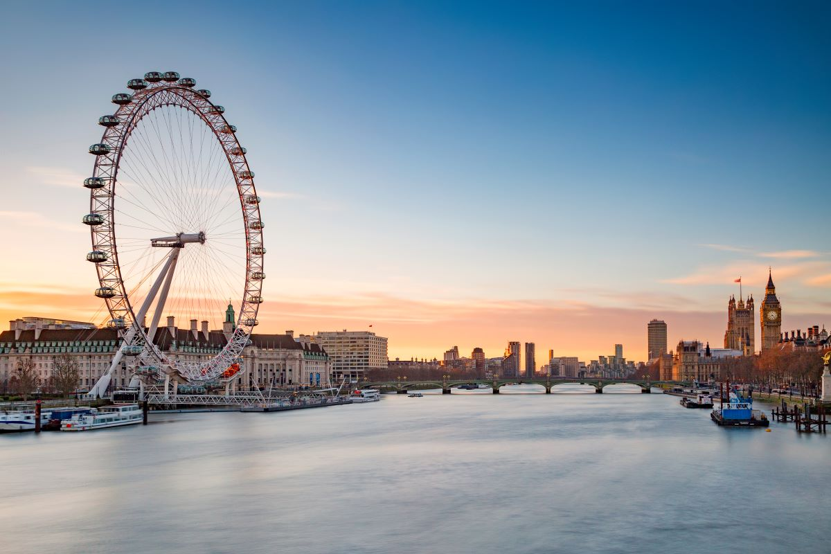 The London Eye wheel on the left and the Palace of Westminster with Big Ben on the right of a river is part of this 4 days in London itinerary.