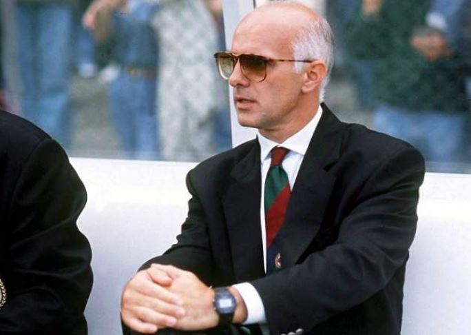 """We knew that    Zidane   ,    Raúl    and    Figo    didn't track back, so we had to put a guy in front of the    back four    who would defend. ""  Arrigo Sacchi  describing the importance of a holding midfielder such as Claude Makelele when playing versus Real Madrid"