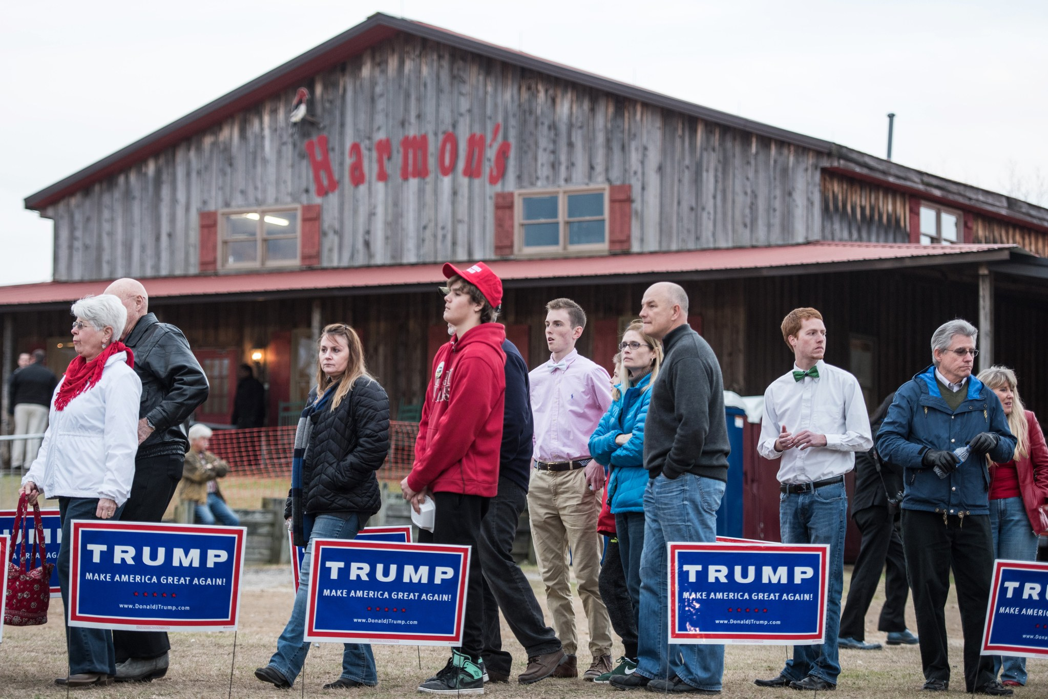 A rally for President Trump at Harmon's Tree Farm in Gilbert, South Carolina ( Image )