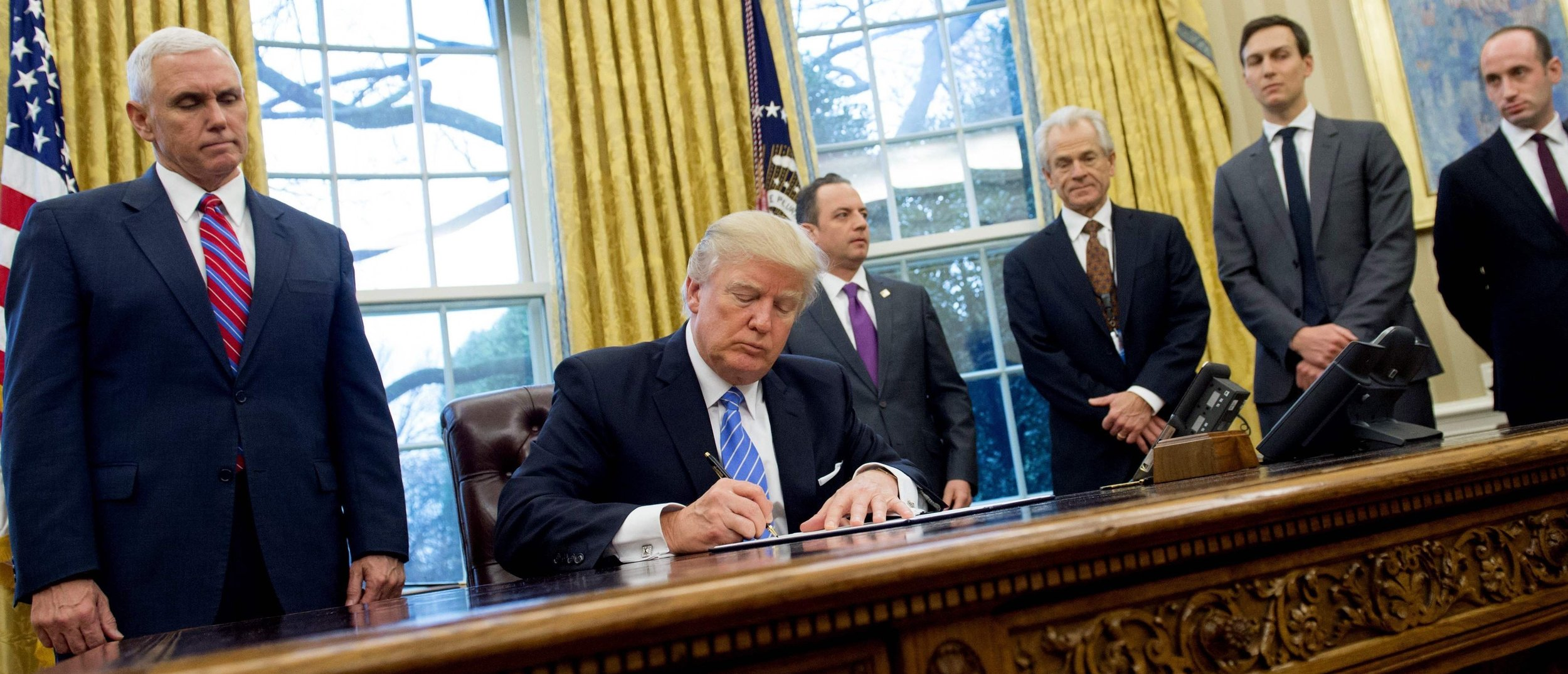 President Trump signing an executive order reinstating the Mexico City Policy on his first full day in office ( Image )