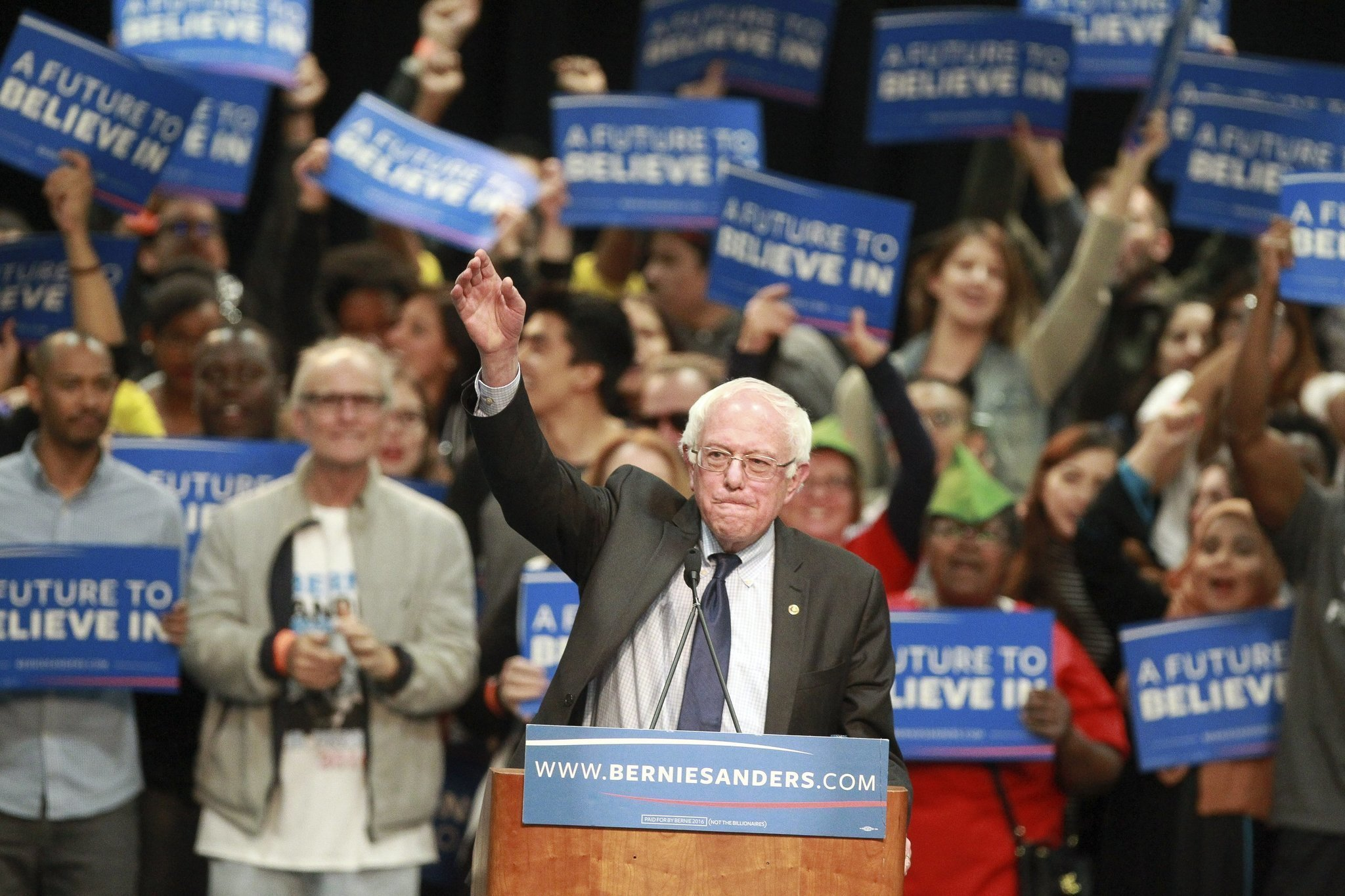 Senator Bernie Sanders (D-VT), then a presidential candidate, speaks at a campaign rally in San Diego in 2016 ( Image )