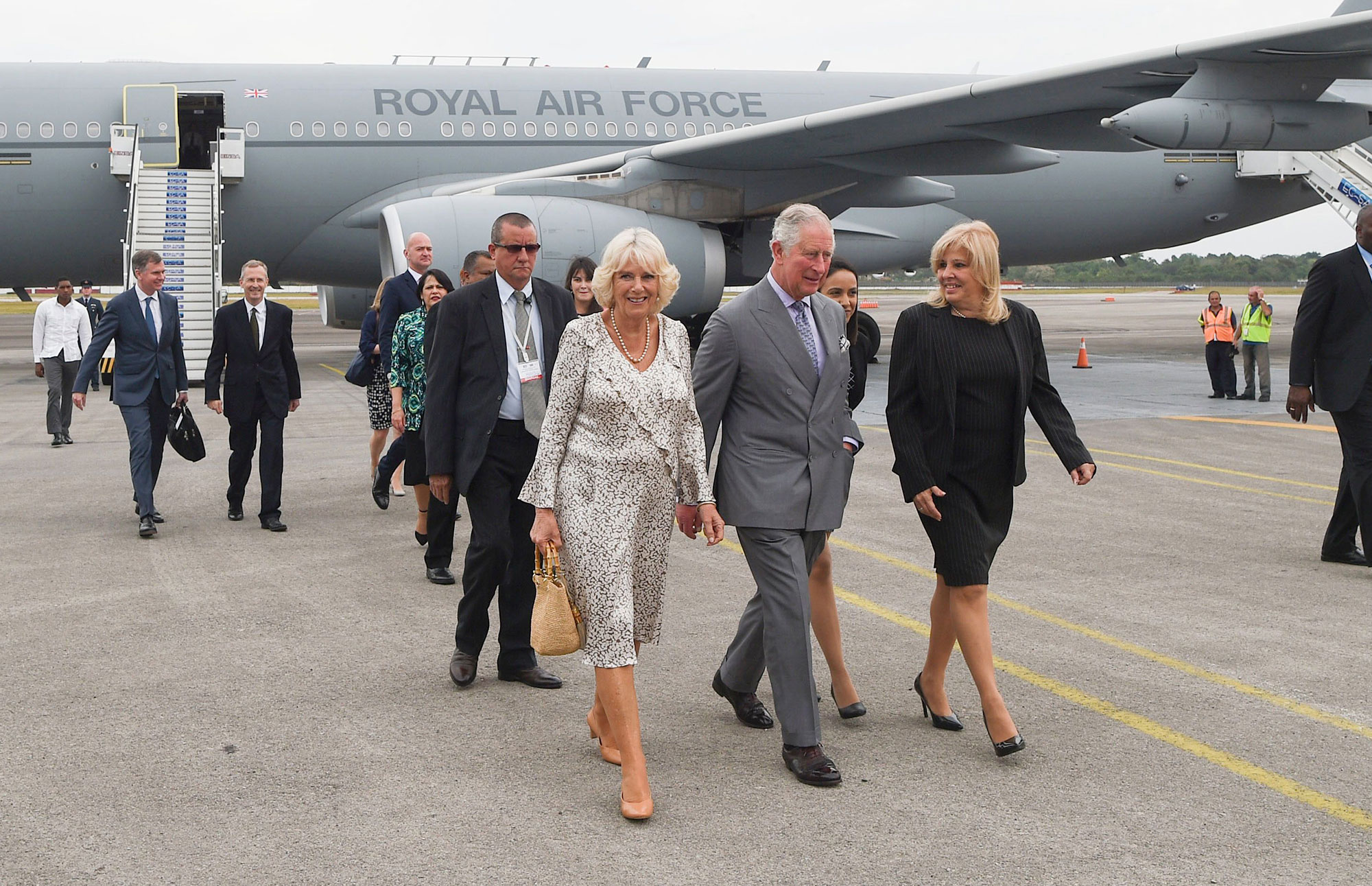 British royals Prince Charles and Camilla, Duchess of Cornwall, exiting their plane in Havana, Cuba ( Image )
