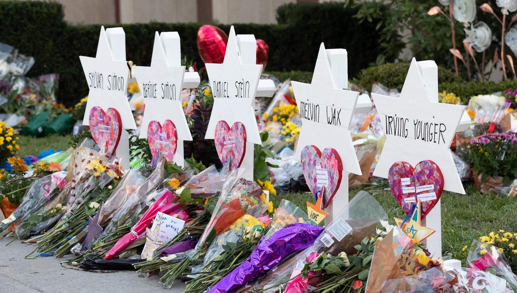A memorial outside Pittsburgh's Tree of Life synagogue following a mass shooting that took the lives of 11 congregation members in October 2018 ( Image )