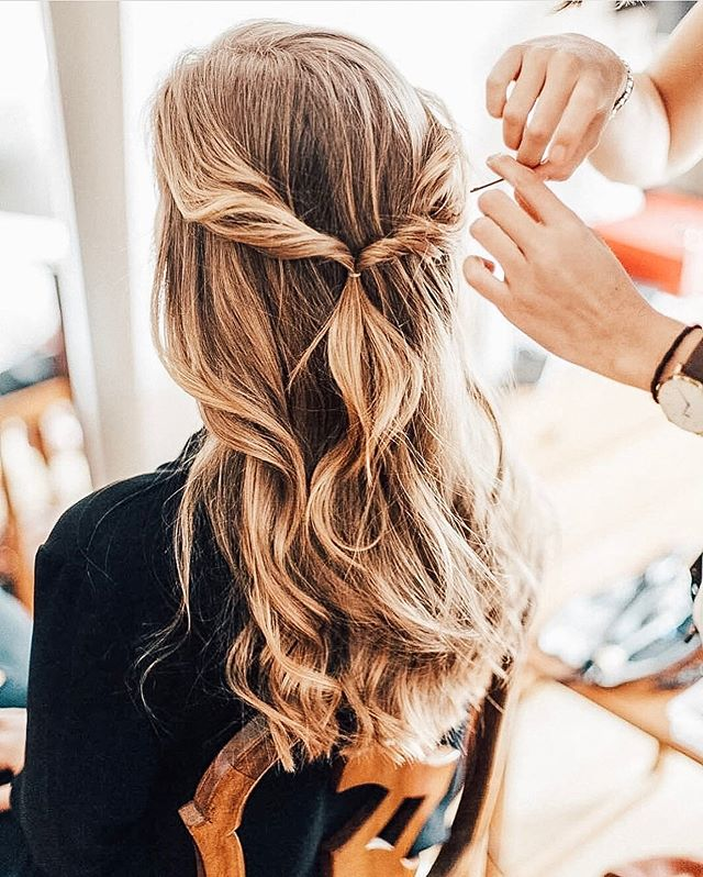 A little inspiration from @hairdotcom. Stylists, where do you get inspiration from? Leave us a comment and let us know! ⭐️#nationalblowoutday • • • • #igdaily #instabeauty #instadaily #beauty #beautygiveaway #beautybloggers #beautytips #hair #hairstyles #blowout #blowoutstyles