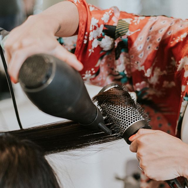 Are you a stylist or salon owner who wants to get in on the action this year?! We have some major giveaways, perks and events just for you planned this summer and we can't wait to meet you! Sign up at the link in our bio 🥰🤩