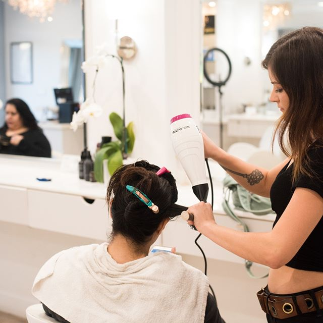 Do you have an amazing salon that wants to get involved with #nationalblowoutday? Tell us at the link in our bio!