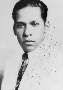 Signed photograph of Nicolás Guillén, given to Arturo Schomburg. Courtesy of the Schomburg Center for Research in Black Culture, NYPL.