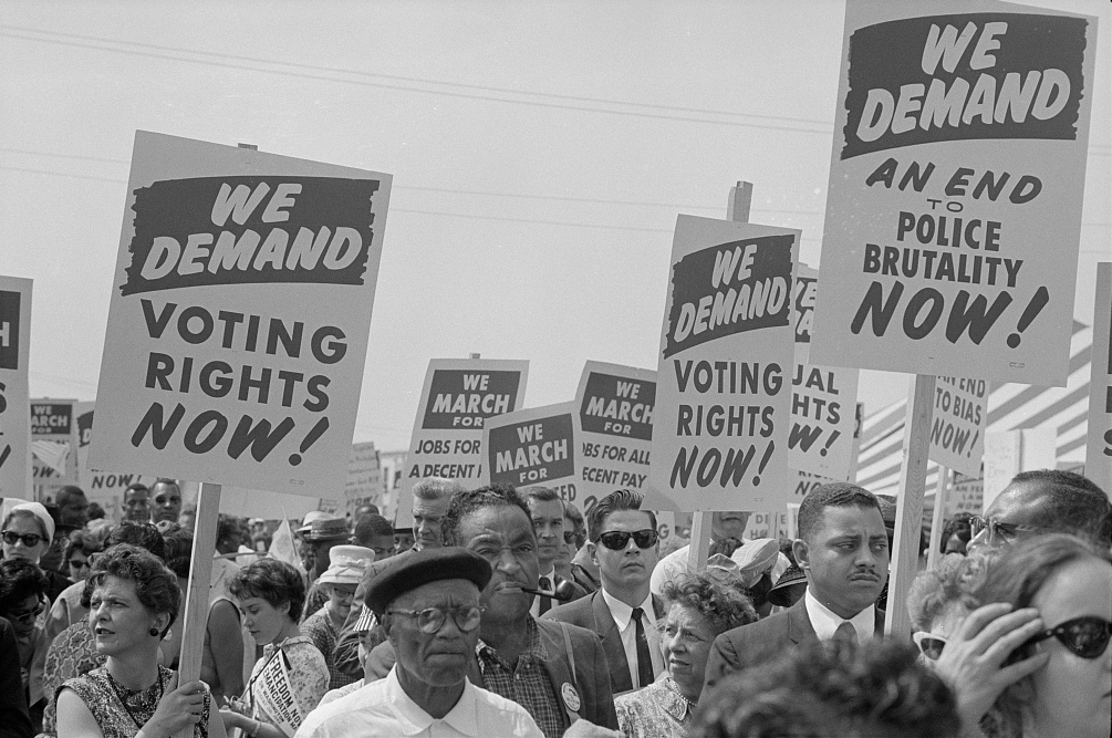 Marchers_with_signs_at_the_March_on_Washington,_1963.jpg