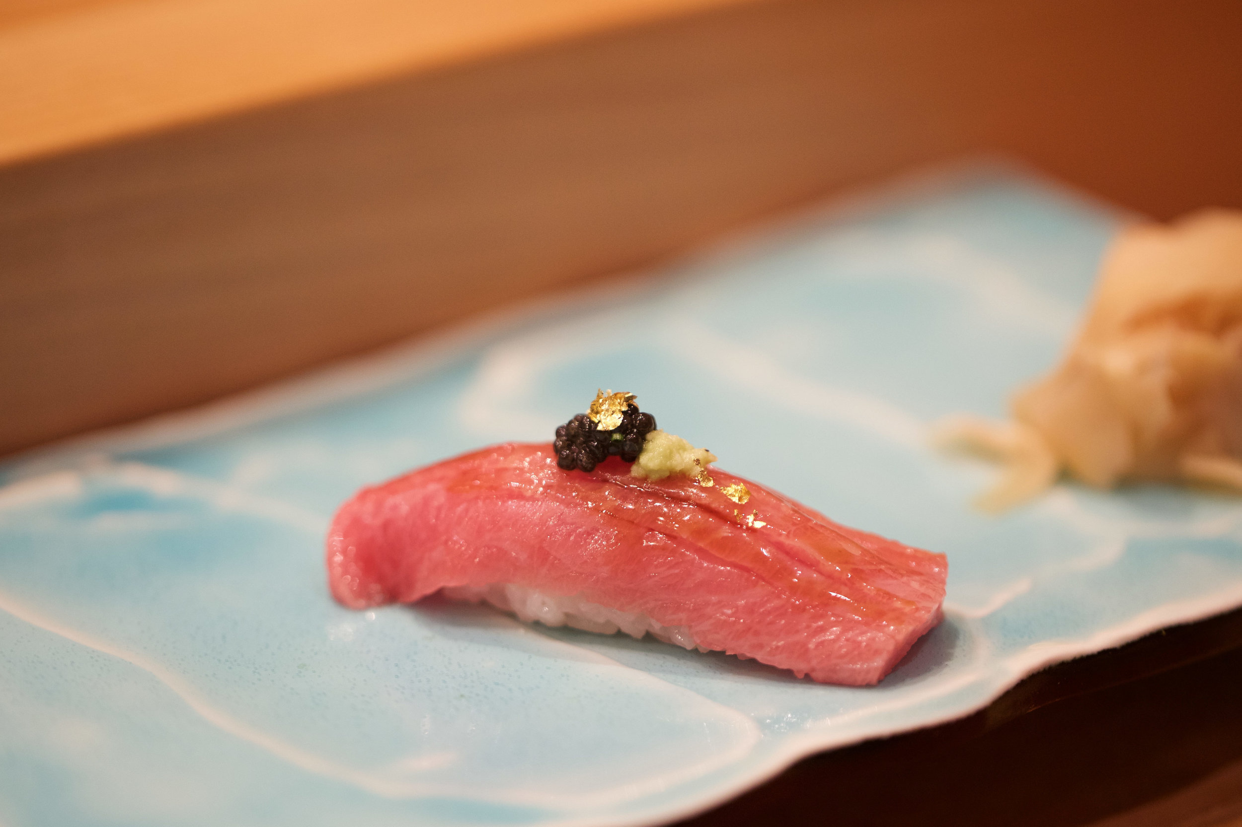 toro garnished with caviar (good) and gold leafs (useless)