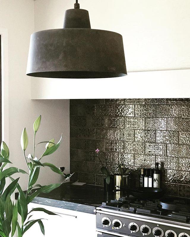 Kitchen complete #ilfanalelight #coombsandgabbie #tilespacetile #aaltopaint #boardandbattendesign