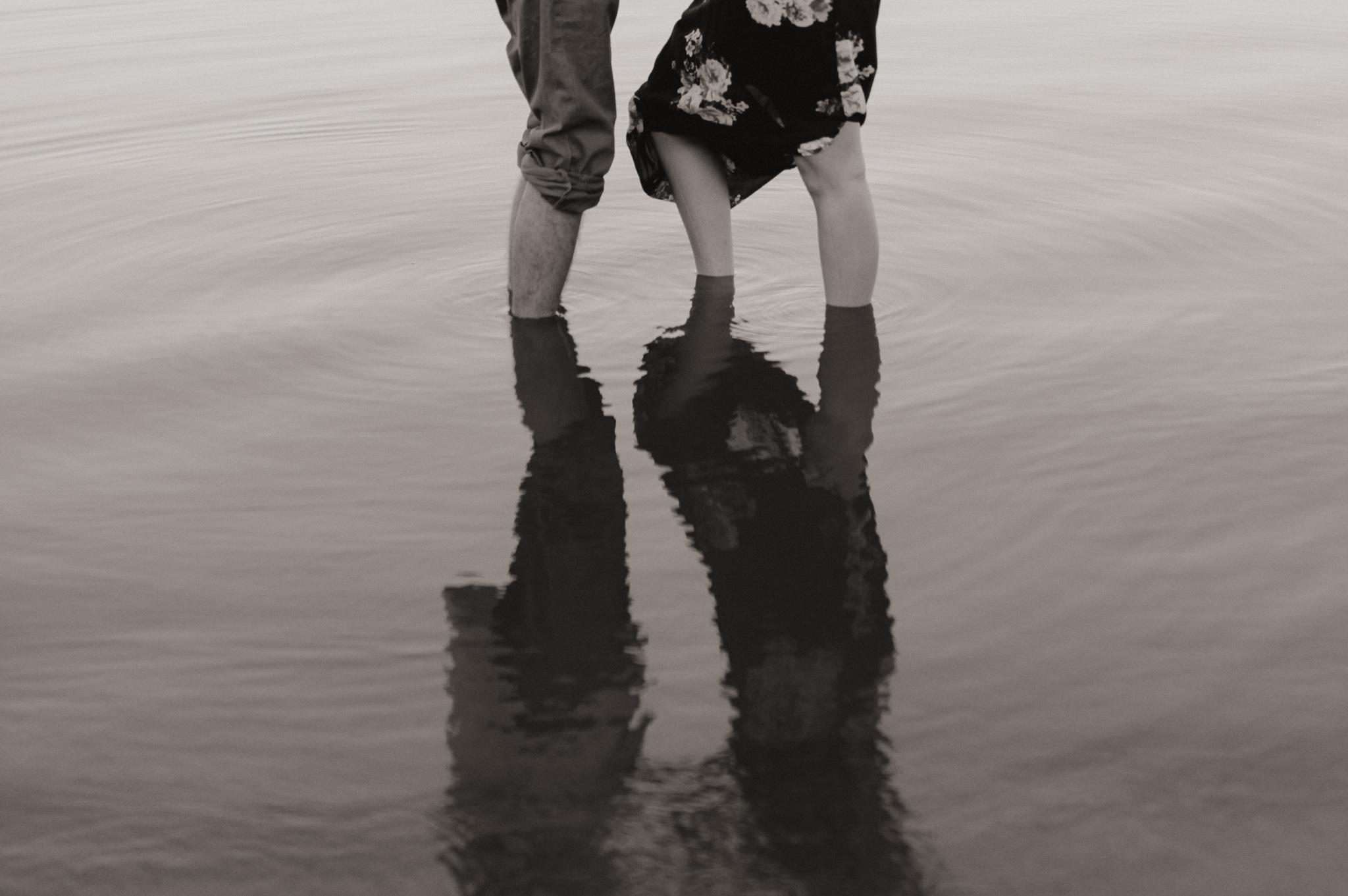 Kyle + Brittany | Fall Lake Engagement Photos | Oklahoma Lifestyle Photographer-20.jpg
