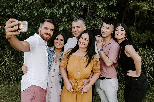 Real life family photo 😂 — Alt. caption: don't wait til November to get new family photos made!! I love time I get to spend with cute fams like this one so I'd love to hang out with you and yours💕 check out the calendar on my website to book a day with me!