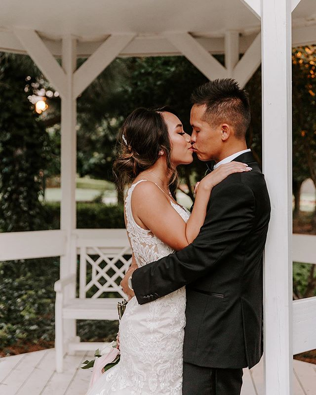 Spending today in an editing cave so I can show you guys a peek at the two beautiful weddings I had this weekend 😍 This one will be so fun to post/show because Hieu and Teresa had two weddings in one day- a Vietnamese ceremony in the morning and then an American ceremony in the evening at @colesgardenokc The whole day was one huge party and everyone had a blast!!