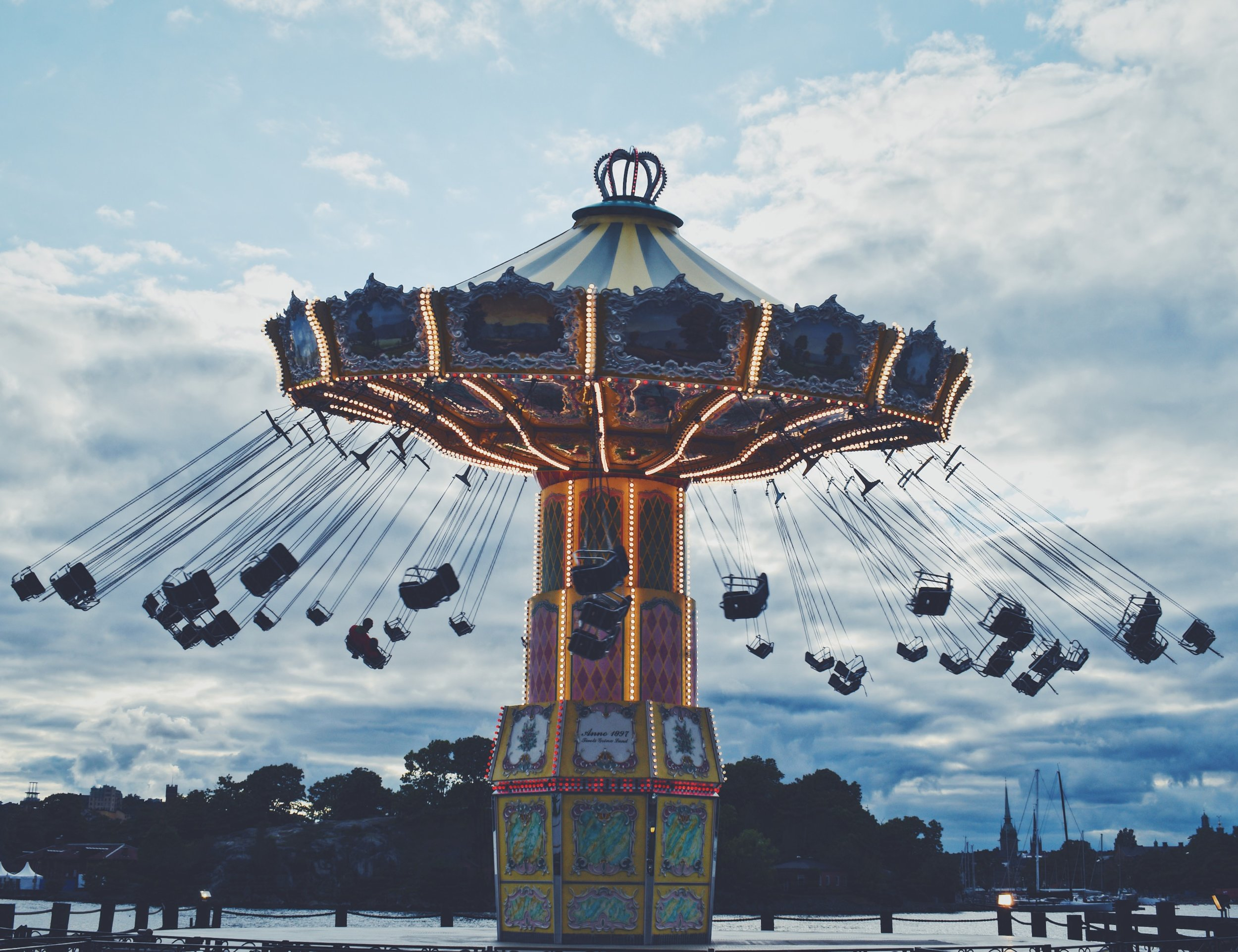 In the evening when the sun starts to set you can spot deers crossing the small paths in the park from the apple garden to the meadows. Ah it is just as dreamy as it sounds and a place I often visited to calm my thoughts.- Gröna Lund carousel
