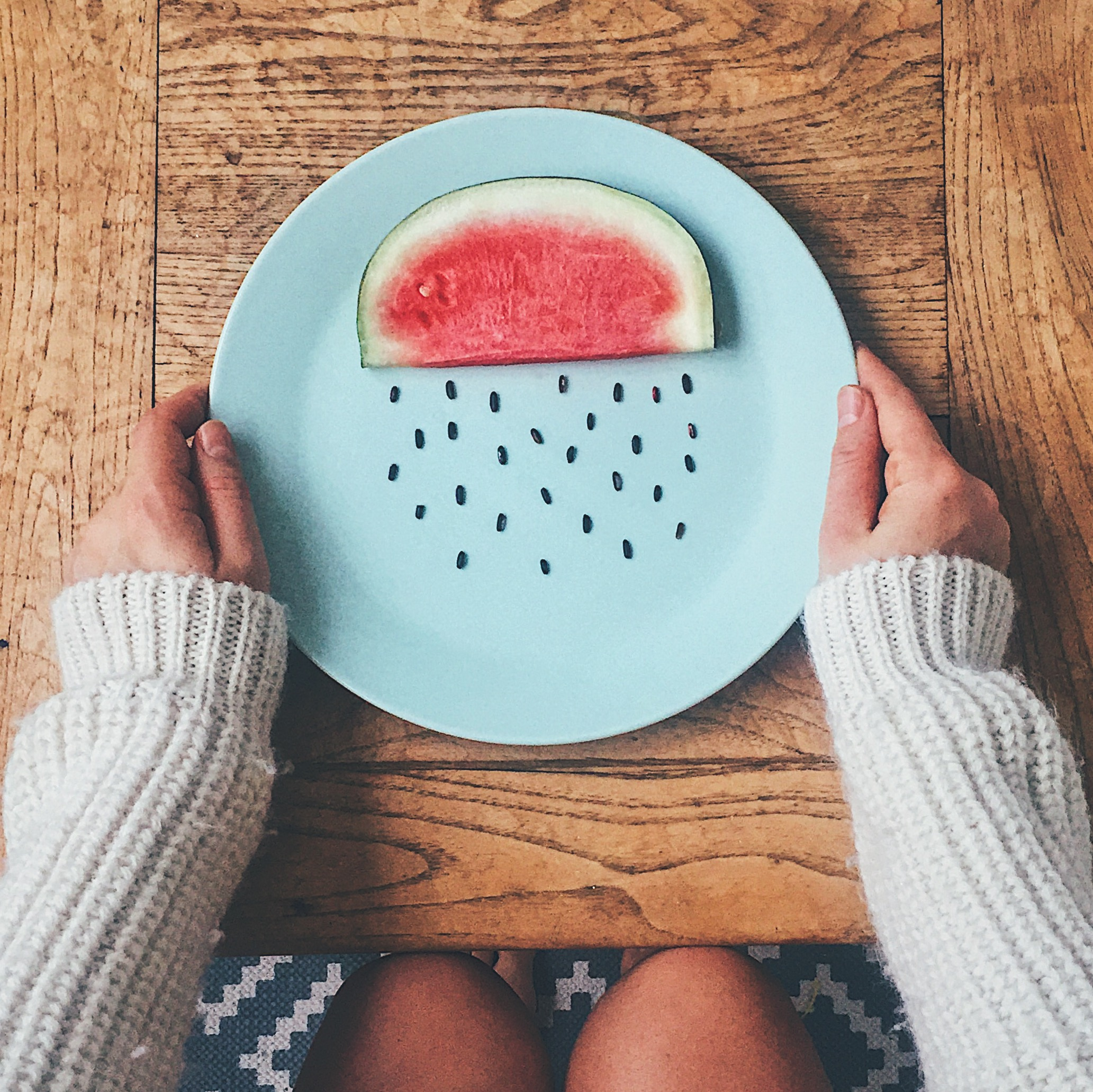 3 photo composition tips for better storytellin on Instagram- Plate with watermelon cloud
