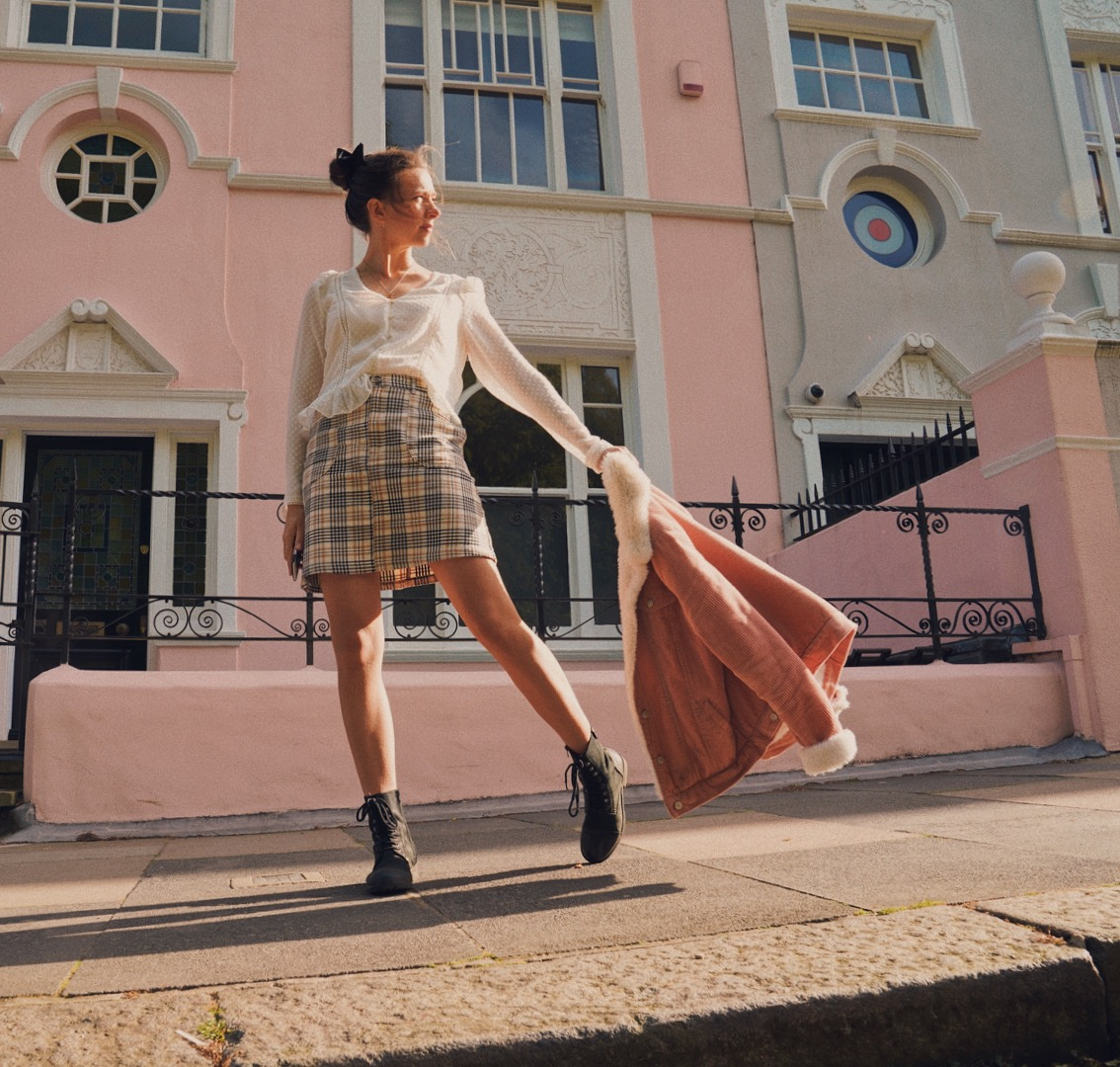 Lookbook fashion pose in front of pink house