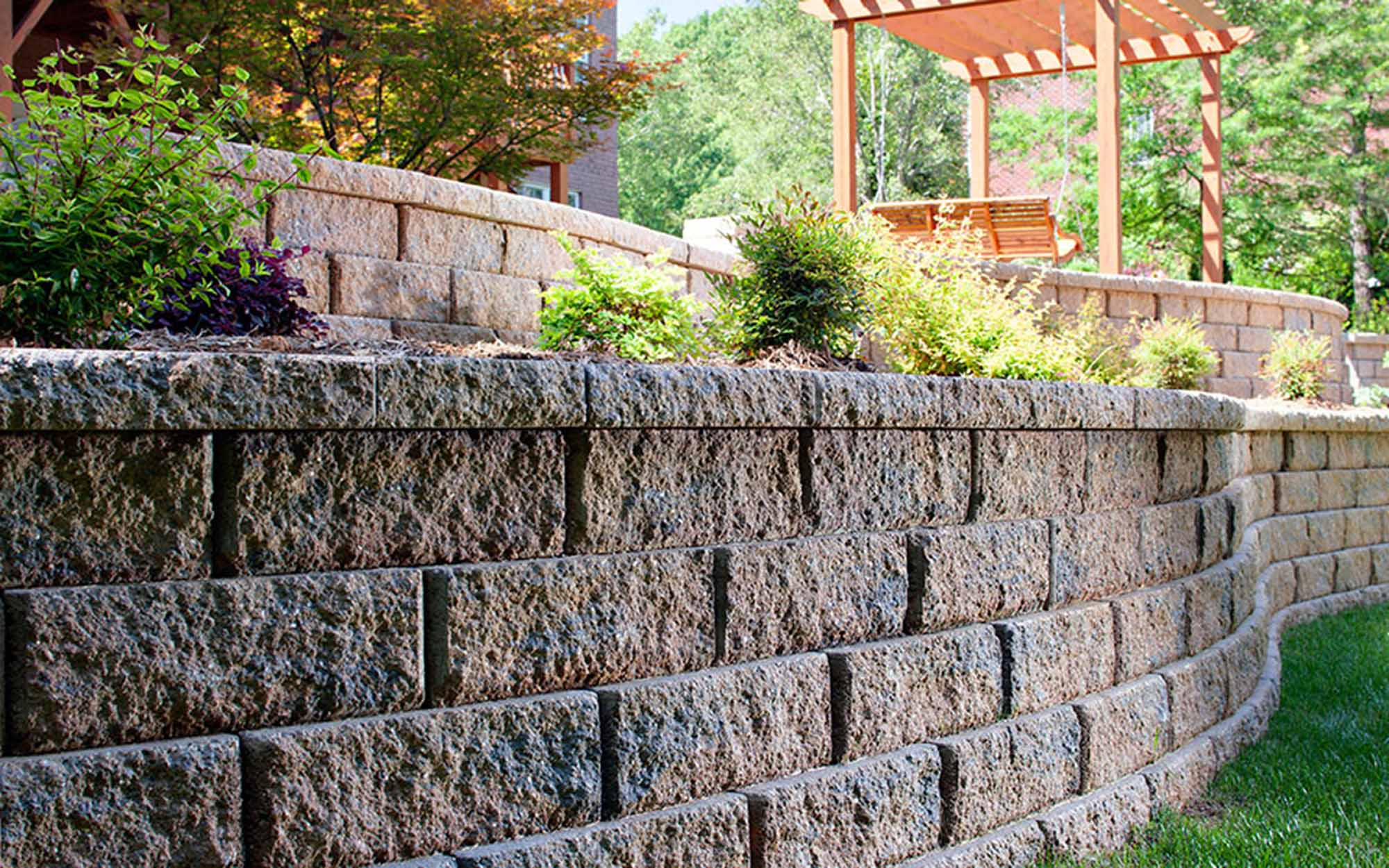 Belgard Retaining Walls - Belgard has a strong, durable and easy to install retaining wall line to compliment your landscape.