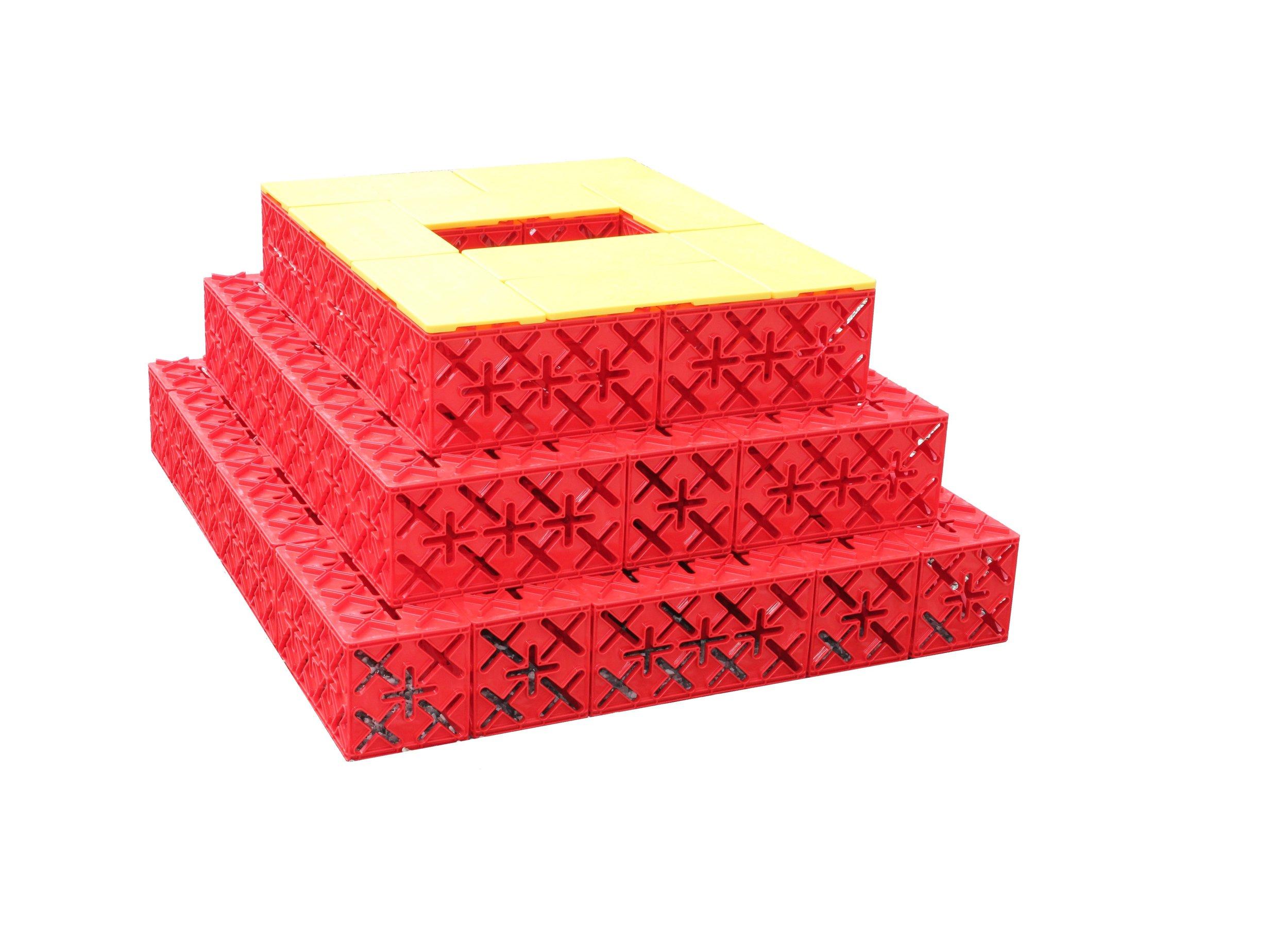 PYRAMIDE 45 KLODSER. - Byg en pyramide, som de gjorde i Egypten for mange år tilbage. Den kan kravles på, og der er en fantastisk udsigt fra toppen :)